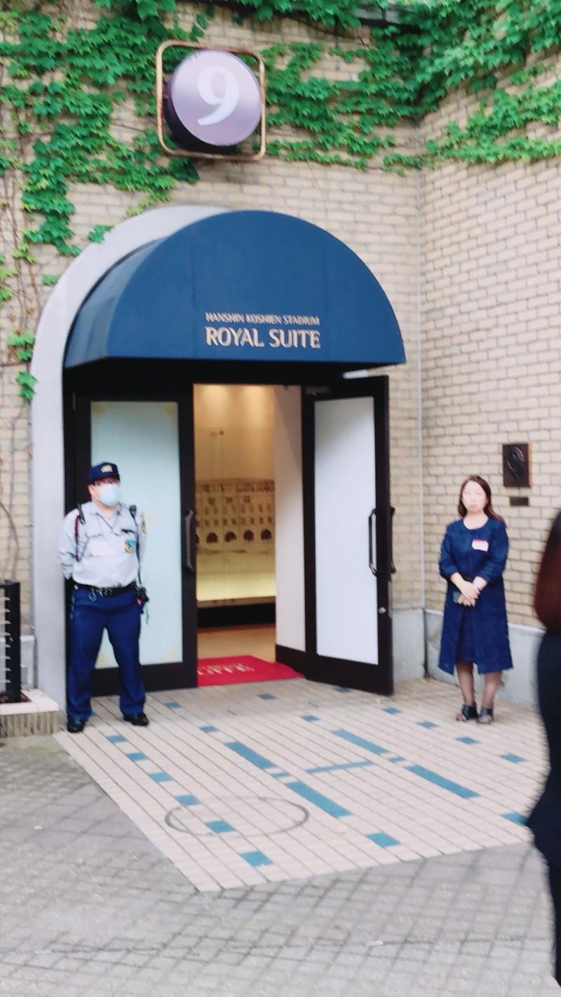 甲子園球場のロイヤルスイート入口